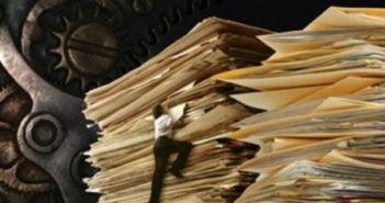 Άνθρωποι και «χαρτιά»   Οι οικονομικές και κοινωνικές συνέπειες ενός γραφειοκρατικού παραλογισμού