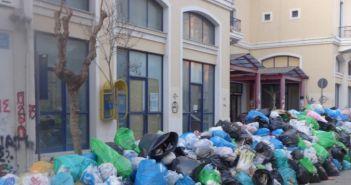 Ξεκίνησε το συλλαλητήριο για τα σκουπίδια