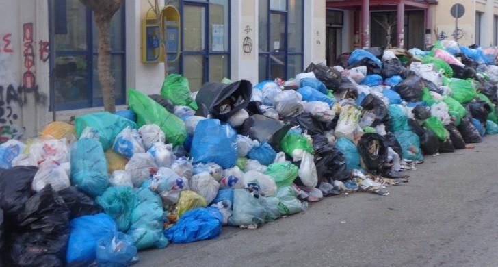 ΠΥΡΓΟΣ: Φεύγουν οι πρώτοι 2000 τόνοι σκουπιδιών!
