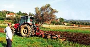 """Ξαφνικό """"χαράτσι"""" στα χωράφια – Γιατί φέτος οι αγρότες πρέπει να ζητήσουν τη βοήθεια λογιστών"""