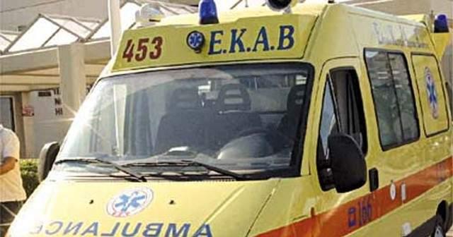70χρονη έπεσε από μπαλκόνι στην κεντρική πλατεία Κρεστένων