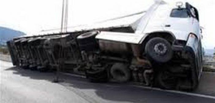 Aνετράπη  φορτηγό με πορτοκάλια στην Σταμνά