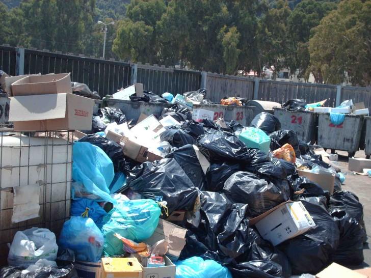 Λήψη άμεσων μέτρων ζητά ο γ.γ. Δημόσιας Υγείας για τα σκουπίδια στον Πύργο