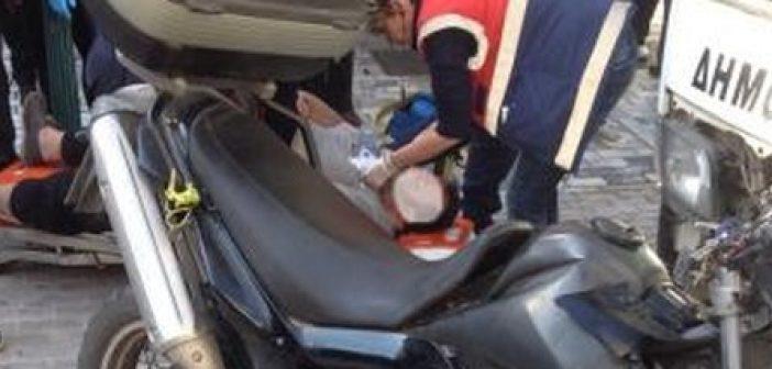 Πάτρα: Μετωπική σύγκρουση μηχανής με όχημα του δήμου στον πεζόδρομο της Ρήγα Φεραίου! Σοβαρά ο δικυκλιστής