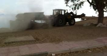 Καθαρισμός της άμμου παραλίας Τουρλίδας