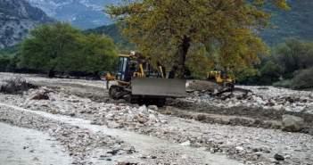 Εργασίες αντιπλημμυρικής προστασίας στο χείμαρρο του Βάρνακα