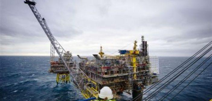 Ανεξέλεγκτη πλατφόρμα κατεθύνεται προς εξέδρες άντλησης πετρελαίου στη Βόρεια Θάλασσα