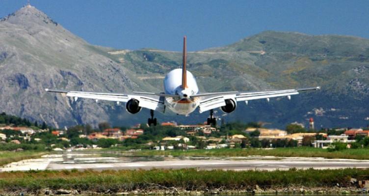 Υπεγράφησαν οι συμβάσεις για τα 14 Περιφερειακά Αεροδρόμια