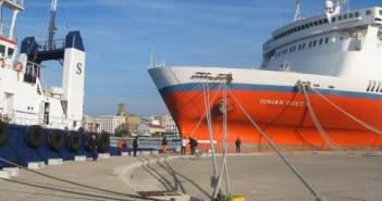 """Πάτρα: """"Ελευθερώθηκε"""" ο Μόλος Αγίου Νικολάου – 'Εφυγε το πλοίο – φάντασμα"""