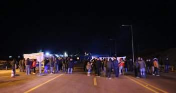 Έκλεισαν την Πατρών Κορίνθου οι αγρότες στο Αίγιο (ΔΕΙΤΕ ΦΩΤΟ)