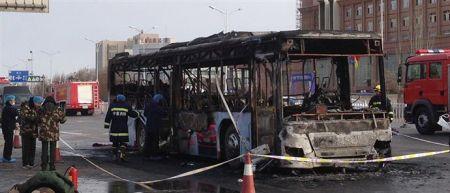 Νεκροί και τραυματίες από φωτιά σε λεωφορείο