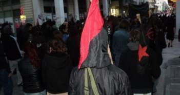 Πάτρα ΤΩΡΑ: 30 αντιεξουσιαστές βρέθηκαν αιφνιδιαστικά έξω από τα γραφεία της Χρυσής Αυγής-Κινητοποίηση της Αστυνομίας (ΔΕΙΤΕ ΦΩΤΟ-ΒΙΝΤΕΟ)