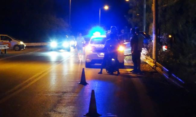 Γαβρολίμνη: Αυτοκίνητο εξετράπη της πορείας του και ξερίζωσε τρεις κολώνες ( ΔΕΙΤΕ VIDEO)