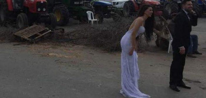 Κρήτη: Γαμπρός και νύφη αντί για τη δεξίωση πήγαν στο αγροτικό μπλόκο (ΔΕΙΤΕ ΦΩΤΟ)