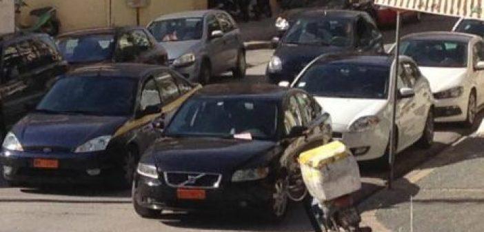 Δήμαρχος «έφαγε» κλήση για παράνομη στάθμευση (ΦΩΤΟ)