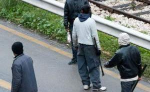 ΠΑΤΡΑ: Ομάδα 16 Αφγανών με μαχαίρια και λοστάρια επιτέθηκε σε 2 αλλοδαπούς!
