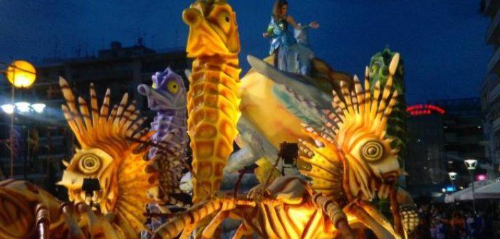 Πατρινό Καρναβάλι: Χρώμα, κέφι, χαμόγελα και χορός από χιλιάδες καρναβαλιστές στη Νυχτερινή Ποδαράτη (ΔΕΙΤΕ ΦΩΤΟ-ΒΙΝΤΕΟ)