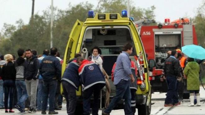 Αχαΐα: Αυτοκίνητο βγήκε από την πορεία του και έπεσε σε μάντρα – Τέσσερις τραυματίες από το ατύχημα