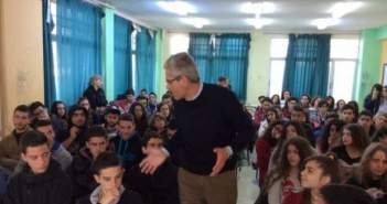 Μεγάλο το ενδιαφέρον στην ομιλία του Άγγελου Τσιγκρή στους μαθητές του Λυκείου της Ακράτας (ΔΕΙΤΕ ΦΩΤΟ)