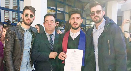 ΔΕΙΤΕ ΦΩΤΟ: Ο Βουλευτής από τη Ναύπακτο χαίρεται τους γιους του!