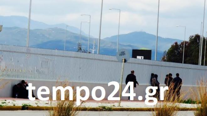 """Σε """"πολιορκητικό"""" κλοιό το λιμάνι της Πάτρας από τους μετανάστες – Τουλάχιστον 300 άτομα βρίσκονται στην περιοχή"""