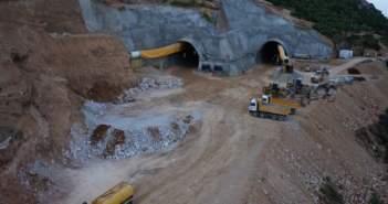 """Ιόνια Οδός: Μόλις 450 μέτρα για να """"ξετρυπηθεί"""" η Σήραγγα Κλόκοβας"""