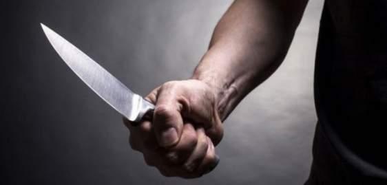 Καταστηματάρχης αφόπλισε ΡΟΜΑ που του επιτέθηκε με μαχαίρι