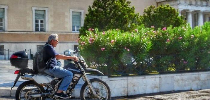 Με Kawasaki και χωρίς κράνος κυκλοφορεί ο Μάκης Μπαλαούρας – Σχόλια για τη στάση του Ηλείου βουλευτή (ΔΕΙΤΕ ΦΩΤΟ)
