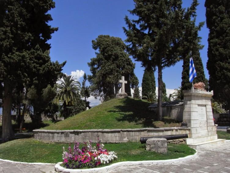 «Κοινωνία Μπροστά»: Ο Κήπος των Ηρώων, το Ιερό Ταφείο των Πολιορκημένων της Εξόδου και της ιστορικής μνήμης αξίζει τέτοια αντιμετώπιση;