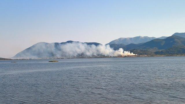 «Πνίγηκαν» στους καπνούς Πογωνιά και Καρυώτες από την φωτιά στη χωματερή της Λευκάδας