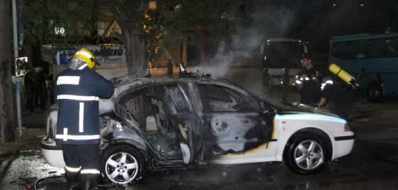 Πρέβεζα: «Λαμπάδιασε» όχημα της Αστυνομίας