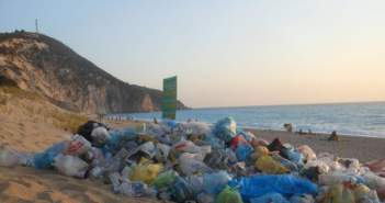 Σοκαριστικές φωτογραφίες από την παραλία του Μύλου στην Λευκάδα
