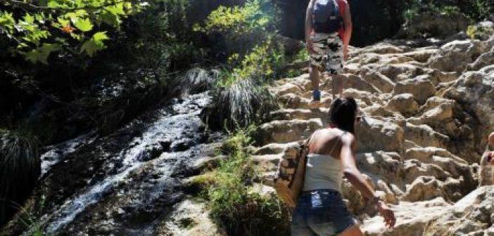 Νεκρή από κατολίσθηση βράχων η 24χρονη Πατρινή Βούλα Τσιντώνη – Νοσηλεύεται η φίλη της