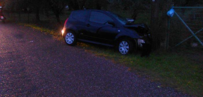 Αγρίνιο: Αυτοκίνητο έπεσε σε κολώνα της ΔΕΗ (ΔΕΙΤΕ ΦΩΤΟ)