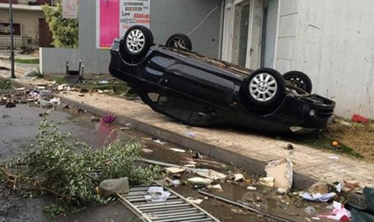 Αναποδογύρισε αυτοκίνητο στην Ηρώων Πολυτεχνείου (ΔΕΙΤΕ ΦΩΤΟ)
