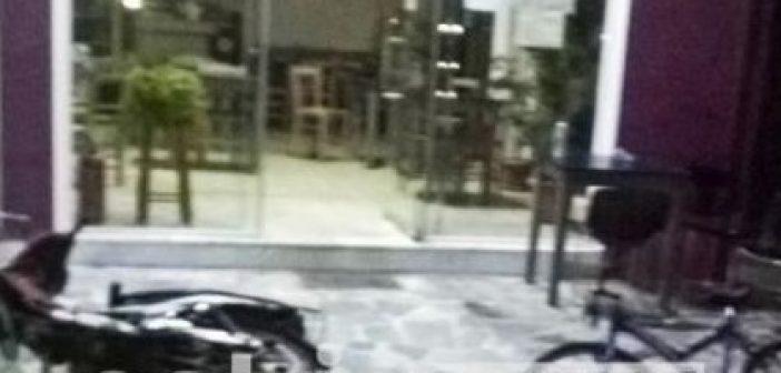 Επίθεση με… τρακτέρ σε καφενείο στα Καβάσιλα – (ΔΕΙΤΕ ΦΩΤΟ)