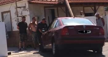 Ναυπακτία: Aυτοκίνητο καρφώθηκε πάνω σε σπίτι – Aνοιξε τρύπα στον τοίχο! (ΔΕΙΤΕ ΦΩΤΟ)