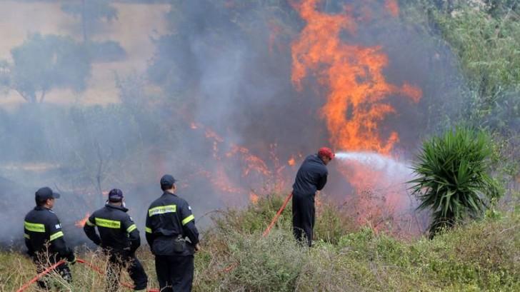 Φωτιά στο Αφράτο Τριχωνίδας – Στάχτη 5 στρέμματα