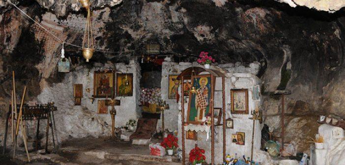 Βραχογραφίες του 9ου αιώνα στο σπήλαιο Αγίου Νικολάου Αρακύνθου