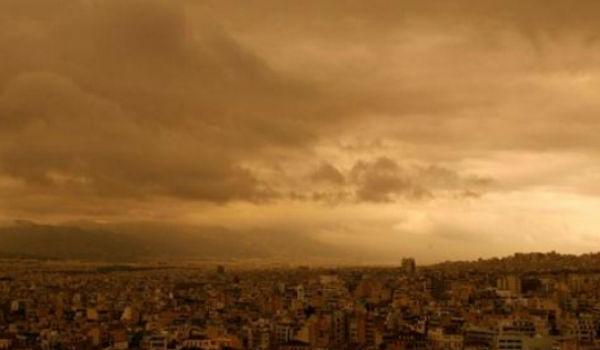 Καιρός: «Εισβολή» αφρικανικής σκόνης, βροχές και ισχυροί νοτιάδες σήμερα