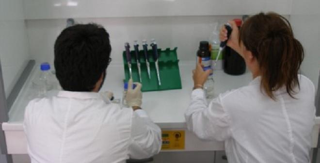 """Φοιτήτρια """"κατάπιε"""" καυστικό νάτριο στη διάρκεια πειράματος στο εργαστήριο Χημείας"""