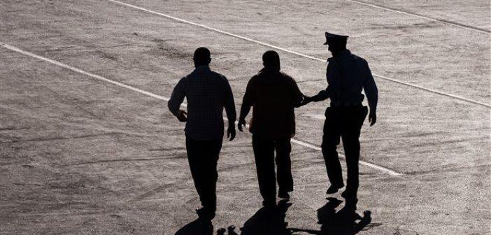 Αμφιλοχία: Ανήλικη κλέφτηκε με 32χρονο – Κατέληξε με χειροπέδες ο νεαρός