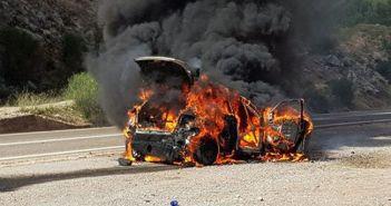Ράλλυ Ακρόπολις: Φωτιά πήρε αγωνιστικό αυτοκίνητο στο Μπράλο (ΦΩΤΟ)