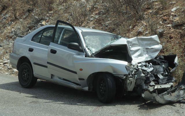 Εκτροπή αυτοκινήτου στην Πατρών- Πύργου – Τυλίχθηκε στις φλόγες – Σοβαρά η οδηγός (ΔΕΙΤΕ ΦΩΤΟ)
