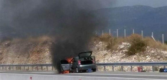 Κάηκε ολοσχερώς αυτοκίνητο στην Ιόνια οδό κοντά στην Αμφιλοχία