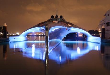 Ένα εντυπωσιακό φουτουριστικό γιότ που οδηγείται από… ipad στα νερά του Ιονίου!