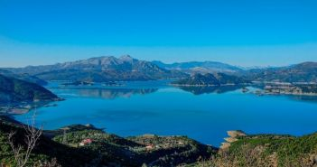 """""""Στέγνωσε"""" η λίμνη Κρεμαστών (ΔΕΙΤΕ ΦΩΤΟ)"""