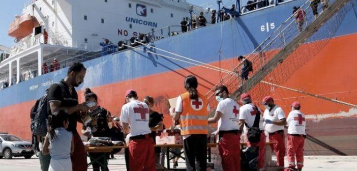 Μυτιλήνη: 200 αιτούντες άσυλο αναχώρησαν για δομή της εκκλησίας στην Πελοπόννησο