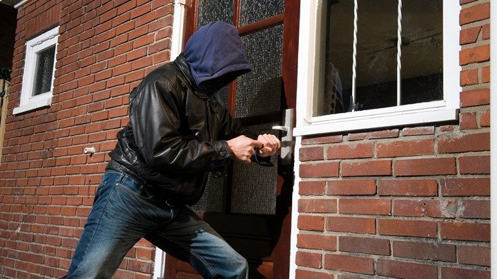 Νέα σύλληψη διαρρήκτη στο Αγρίνιο – Έμπαινε σε σπίτια και άρπαζε πορτοφόλια