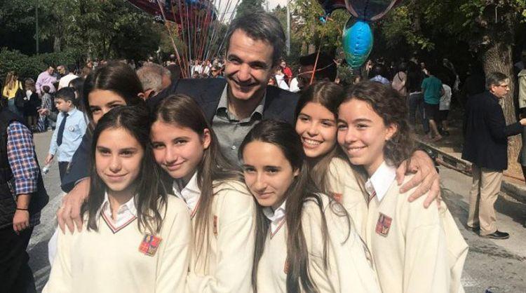 Φωτογραφίες: Στην παρέλαση του σχολείου της κόρης του ο Κυριάκος Μητσοτάκης